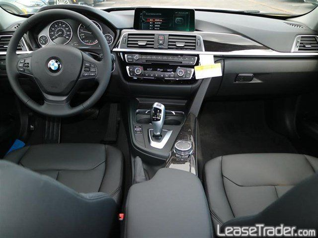 2017 BMW 320i Sedan Dashboard