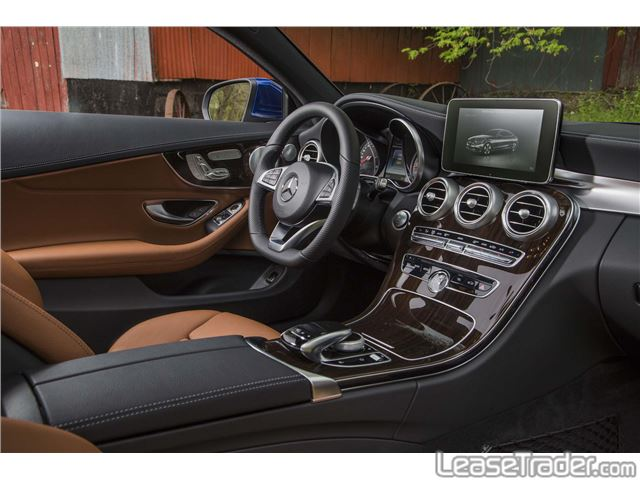 2017 Mercedes-Benz C300 4MATIC Sedan Dashboard
