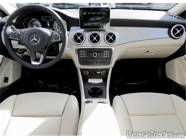 2017 Mercedes-Benz GLA250 SUV Dashboard