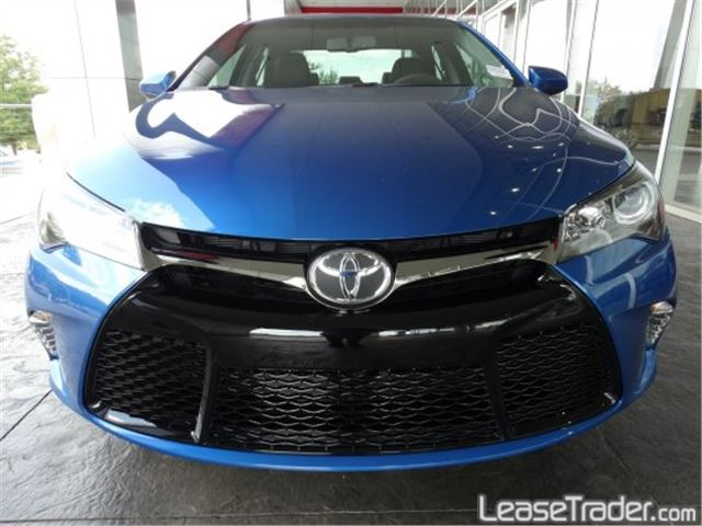 2017 Toyota Camry SE Front