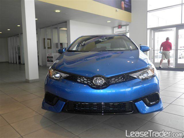 2017 Toyota Corolla iM Hatchback Front