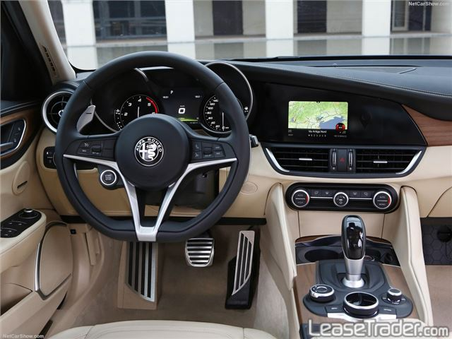 2018 Alfa Romeo Giulia Sedan Interior