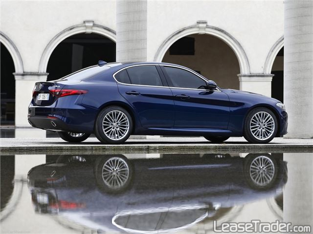 2018 Alfa Romeo Giulia Sedan Side