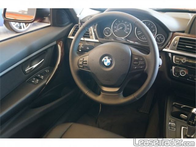 2018 BMW 320i Sedan Dashboard