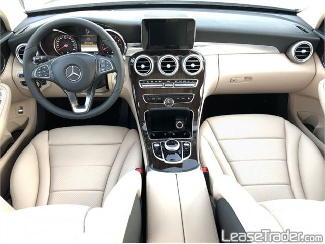 2018 Mercedes-Benz C300 4MATIC Sedan Dashboard