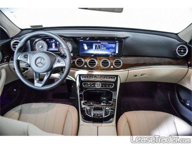 2018 Mercedes-Benz E300 4MATIC Sedan Dashboard