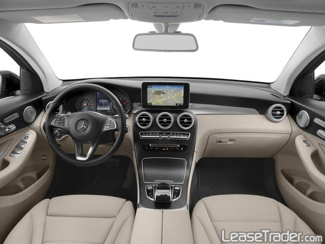 2018 Mercedes-Benz GLC300 SUV Dashboard