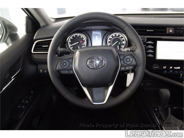 2018 Toyota Camry SE Dashboard