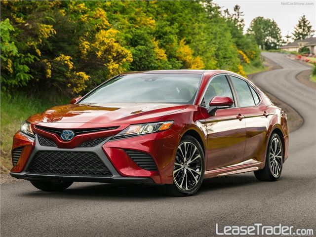 2018 Toyota Camry SE Front