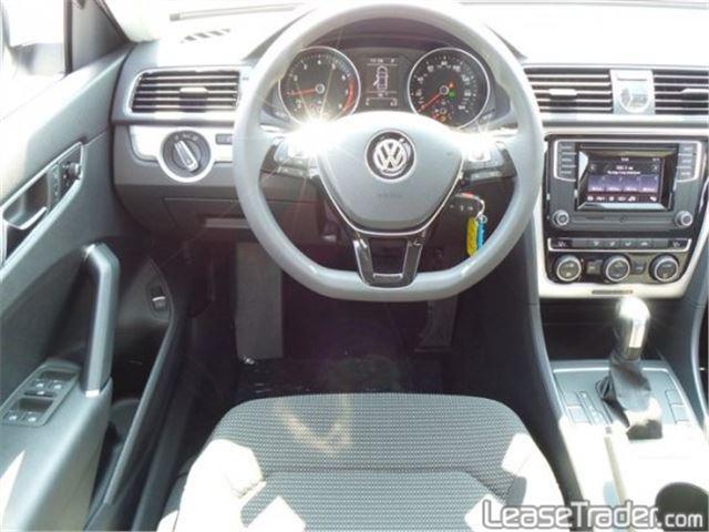 2017 Volkswagen Passat 1.8T S Dashboard